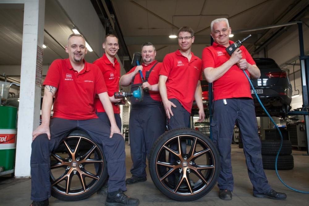 Seat-Wedel-Henke-Neuwagen-Gebrauchtwagen-Team-Werkstatt