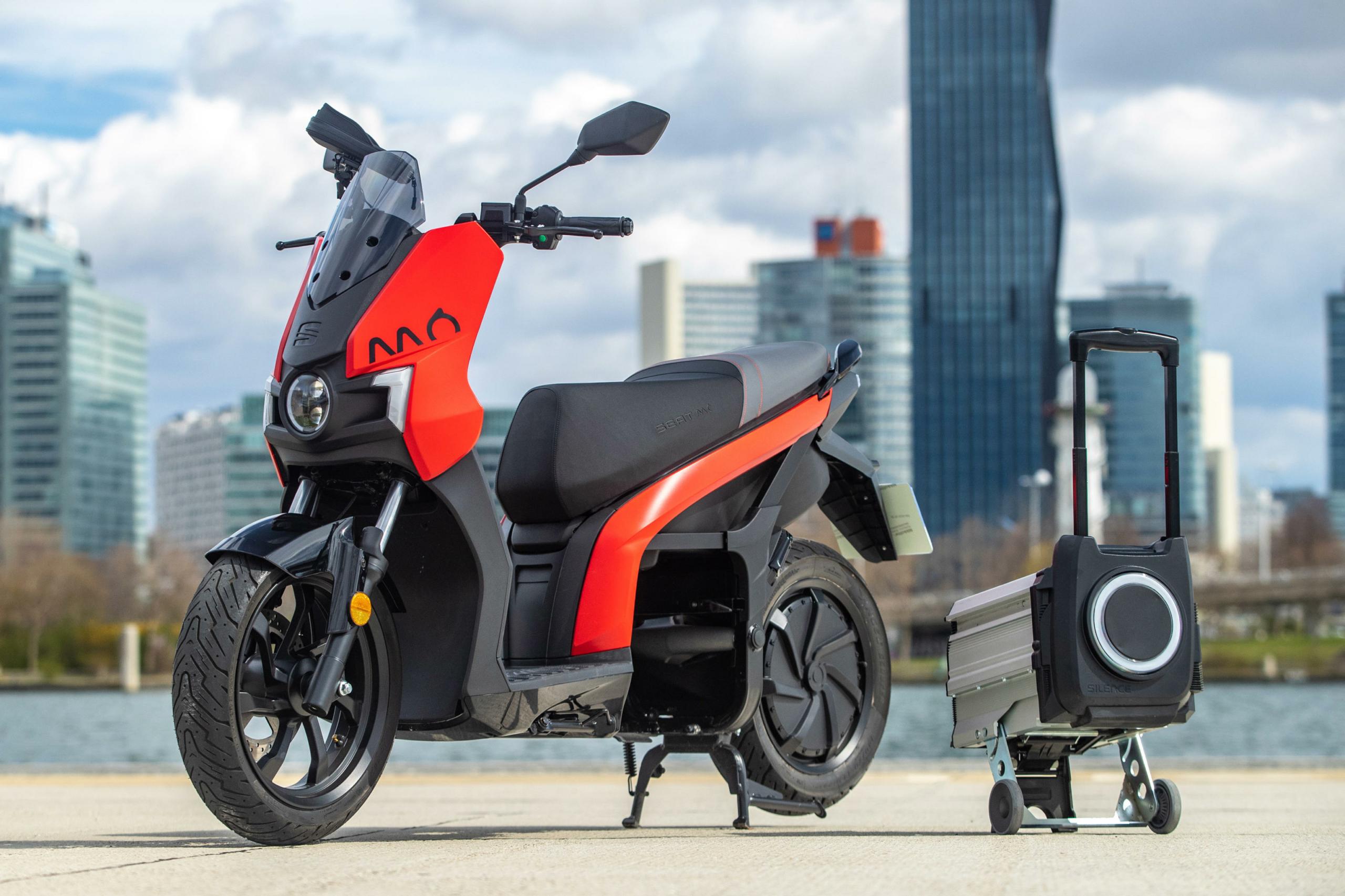 Seat-Wedel-Henke-Neuwagen-Gebrauchtwagen-Mo-Elektroroller-BIld1